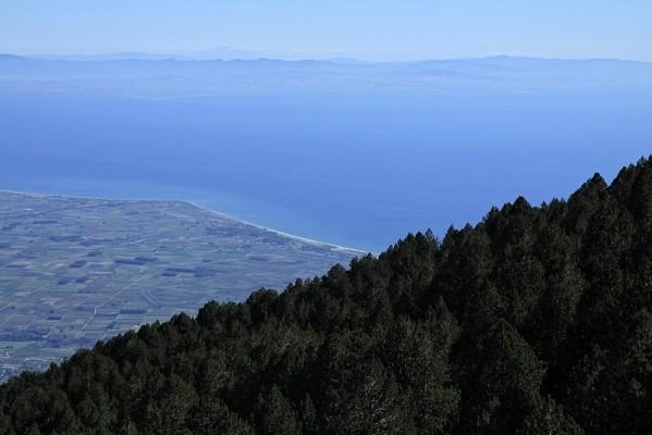 Η θέα απο την Πετρόστρουγκα.