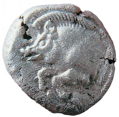 Ασημένια δραχμή της πόλης των Σταγείρων, ένα από τα ελάχιστα νομίσματα που βρέθηκαν στις ανασκαφές και από τα ελάχιστα γενικά που υπάρχουν στον κόσμο.