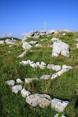 Ό,τι μένει ζωντανό στην κορυφή της Πάνω Αρένας είναι το Ζ των ανταρτών.