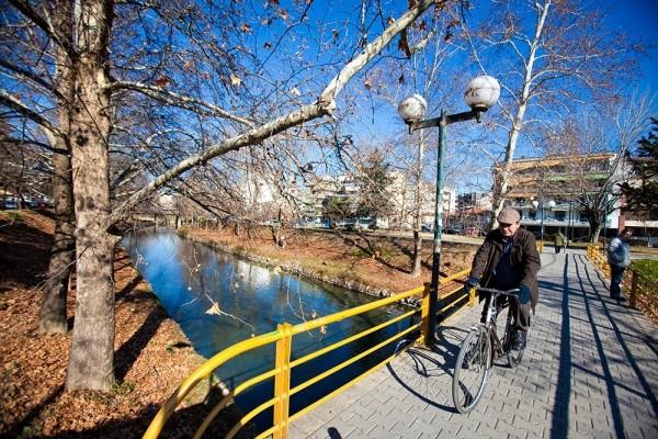 Ληθαίος, πεζογέφυρες και ποδήλατα κυριαρχούν στην Τρικαλινή καθημερινή ζωη.