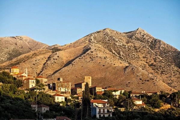 Το γραφικότατο χωριό της Λαγκάδας.