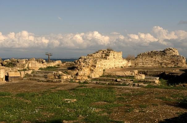 Ο ερηπωμένος φράγκικος ναός της Γλαρέντζας