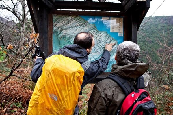 Παρατηρώντας στο χάρτη τη μακρά πορεία που διασχίζει την ΒΑ πηλιορείτικη ακτογραμμή.